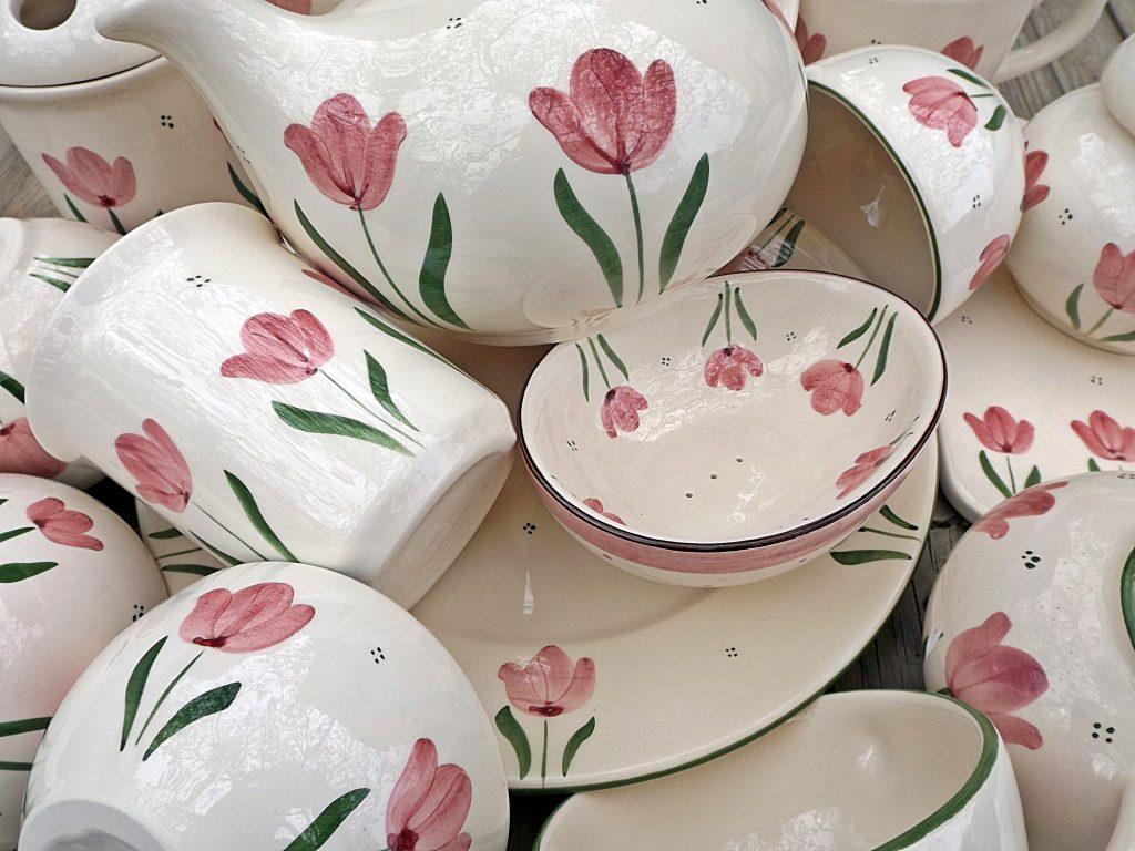 Tulipános kerámia termékek nta-kerámia műhelyéből